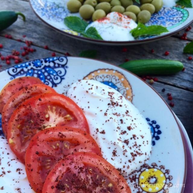 Tomaten mit Sumach und Joghurt