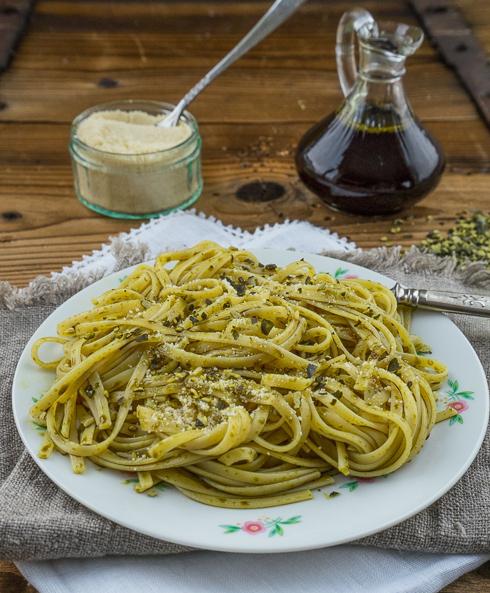 Spaghetti mit Kürbis-Kernöl (1 von 1)Kürbiskernöl - Spaghetti mit gerösteten Kürbiskernen 1