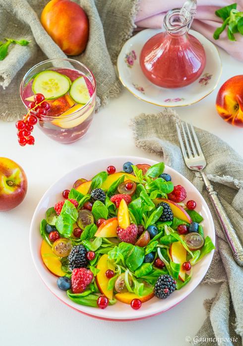 Beeren - Nektarinen - Feldsalat mit Himbeerdressing 5