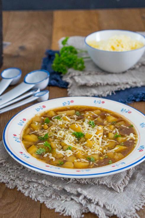 Kartoffel-Zwiebel-Suppe mit Bergkäse 2
