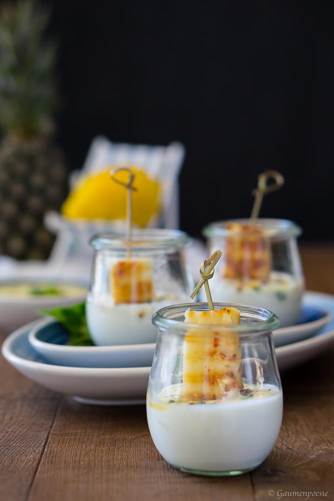 Gegrillte Ananas mit Zitronen-Minz-Pesto und Joghurt