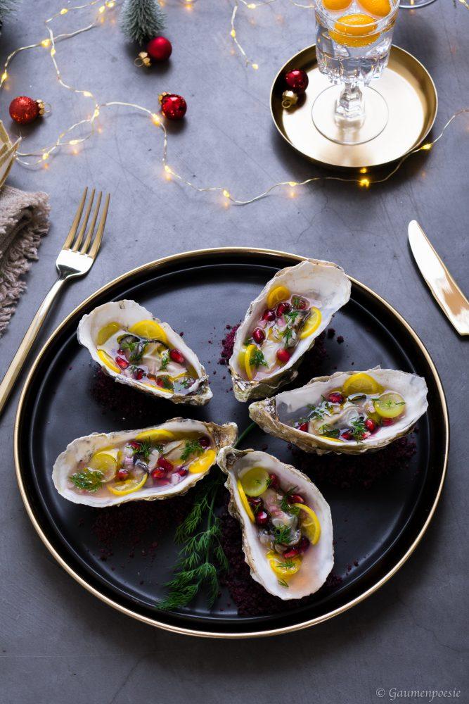 In der Schale gegrillte Austern mit Dill-Granatapfel-Trauben-Vinaigrette