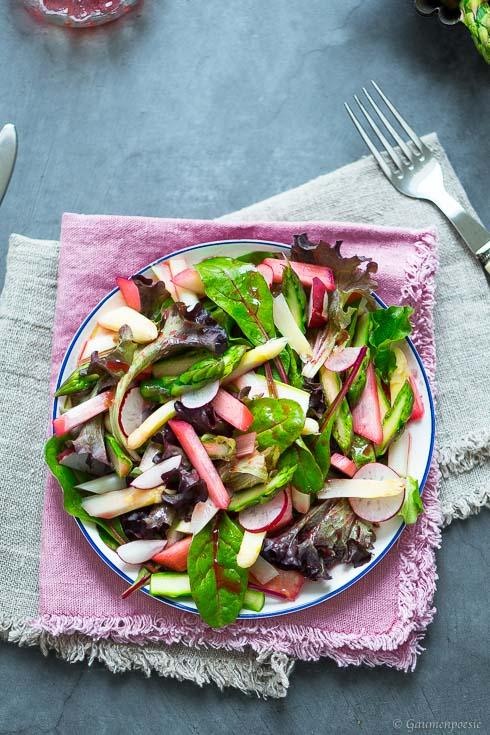 Sommerlicher Rhabarber-Spargel-Salat