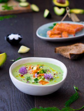 Gurken-Avocado-Kaltschale mit Lachs-Topping Beitragsbild