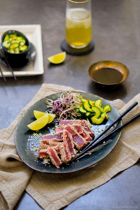 Gegrillter Sesam-Thunfisch mit asiatischem Gurkensalat